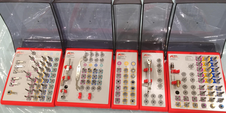 インプラント器具